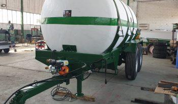 Cuba de riego de 12000 litros lleno