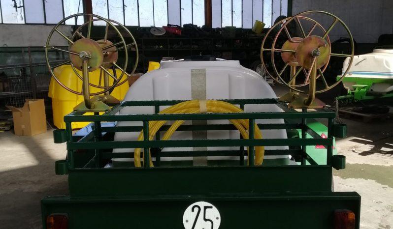 Cuba arrastrada 2000 litros lleno